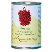 Cherry tomatoes in sieved tomatoes made from Pomodorino del Piennolo del Vesuvio DOP - tin can